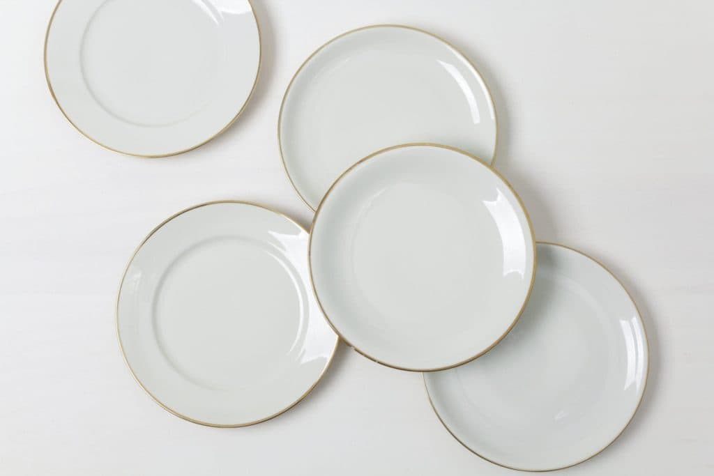 Dinner Plate Magdalena Ivory Colored | Elegant ivory coloured dinner plates with gold rim. Mismatching though almost matching, curated out of German porcelain from the 1930s to the 1960s.Combined with the gold rimmed clear glass charger Sofia excellent set for a dinner table in gold. | gotvintage Rental & Event Design