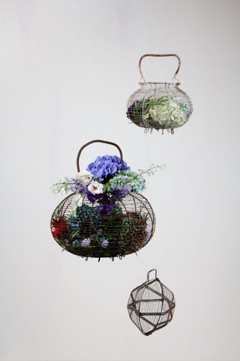 Farbe Radio Button | Vintage egg basket. Very nice when used as a hanging accessory filled with flowers. |
