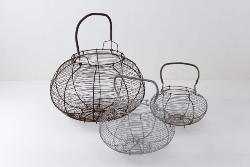 Egg Baskets Turi Mismatching | These baskets are available in several different sizes. They are best used in combination, of course. Set up hanging and filled with flowers, they prettify every room. | gotvintage Rental & Event Design