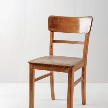 Frankfurter Stuhl Cristian | Bernsteinfarbener Frankfurter Stuhl. Holz mit Patina. Süßes rundliches Design. | gotvintage Rental & Event Design