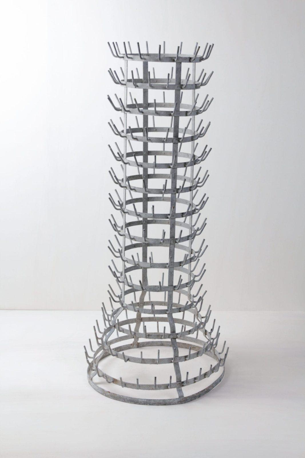 Französischer Flaschentrockner Gaspar | Vintage Flaschentrockner, eignet sich perfekt als Dekorationselement für Blumen, als Platzkartenbaum, Bierkrughalter oder für Lichtinstallationen. | gotvintage Rental & Event Design