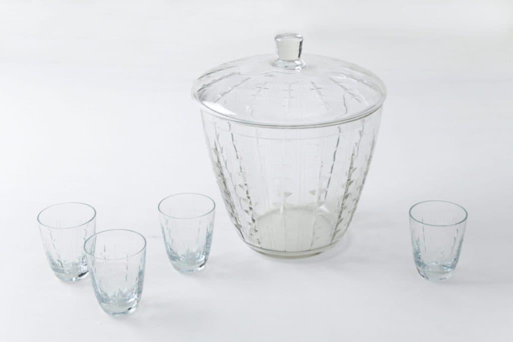 Glas Bowle Rosalinda | Das perfekte Gefäß aus Glas, um die nächste Bowle anzurühren und zu servieren. Wird mit passenden Gläsern vermietet. | gotvintage Rental & Event Design