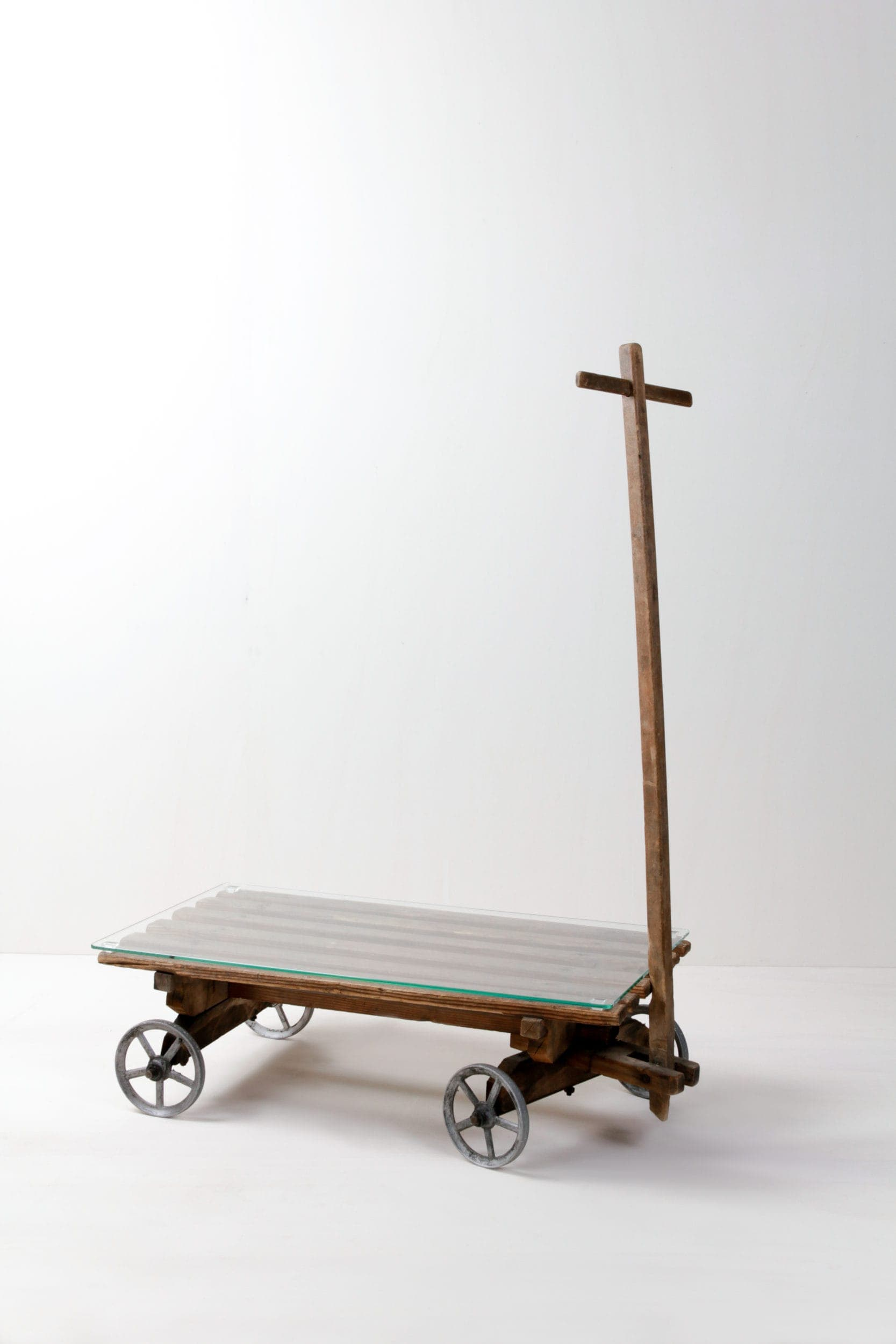 Handcart Eugenio | Wooden handcart. Will be rented out with matching glass plate. Creates a rustic atmosphere. Lovely decorative effect. | gotvintage Rental & Event Design