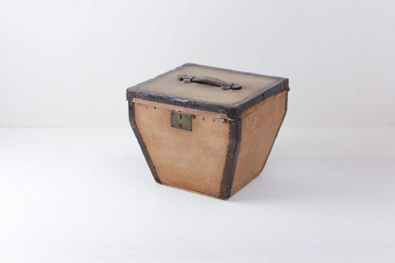 Hat Box Martinez | Small hat box made of leather. | gotvintage Rental & Event Design