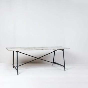 Industrial Tisch Julian | Schöner Industrial Esstisch aus Metall und Holz. Sehr schön als Gartentisch, oder als Buffet/ Dessert Tisch. | gotvintage Rental & Event Design
