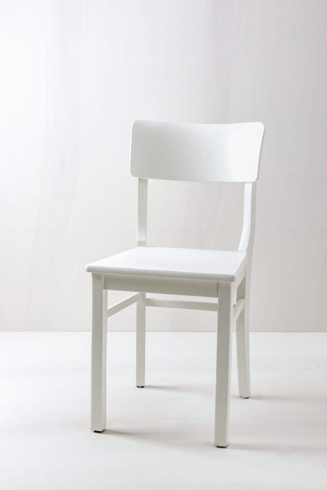 Küchenstuhl Begoña | Vintage Küchenstuhl, seidenmatt weiss lackiert. | gotvintage Rental & Event Design