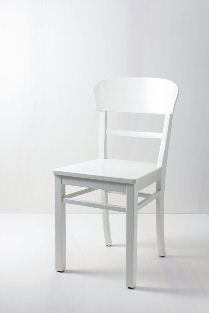 Küchenstuhl Francisca   Frankfurter Stuhl, seidenmatt weiß lackiert.   gotvintage Rental & Event Design