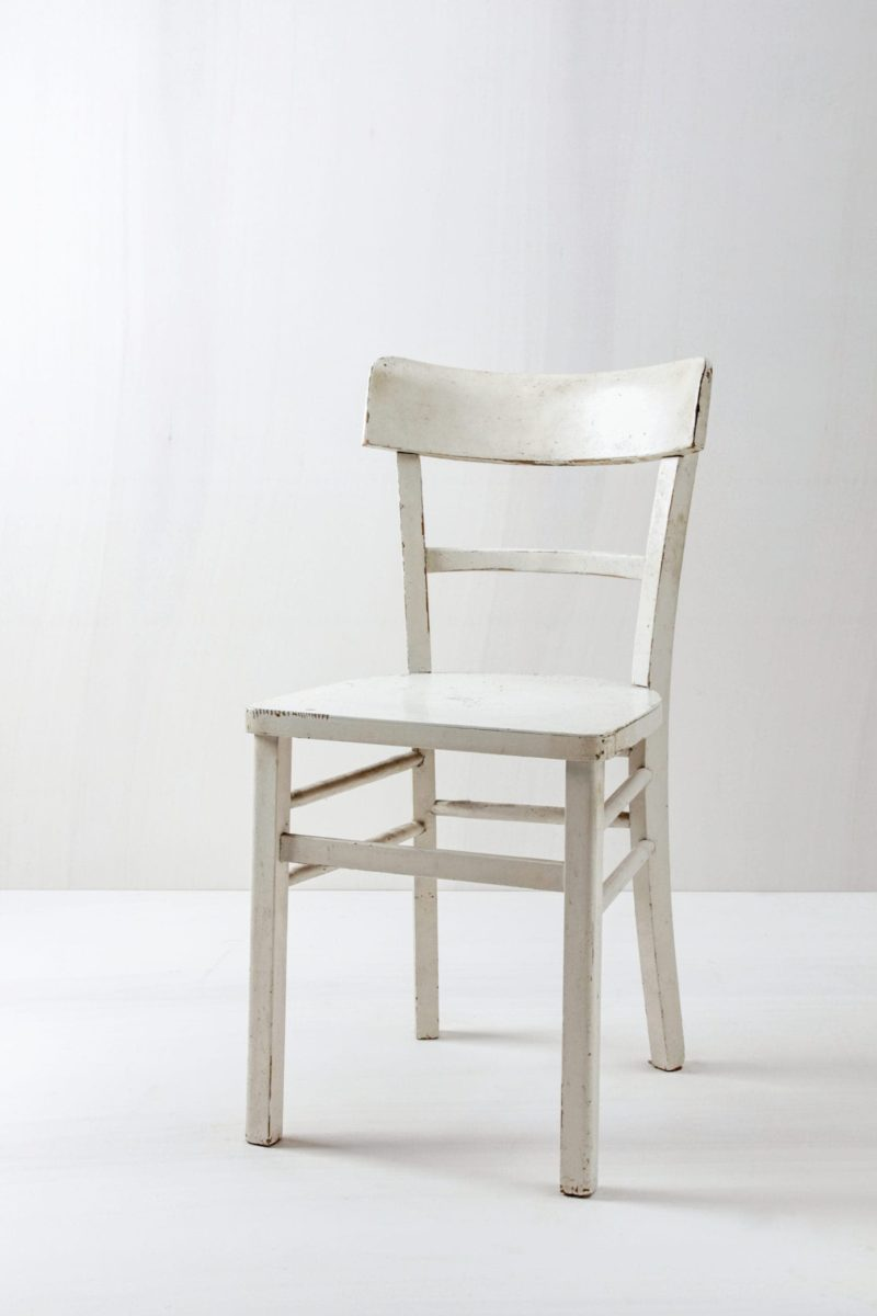 Kitchen Chair Isidora | Vintage kitchen chair. White with nice patina. Comfy. | gotvintage Rental & Event Design