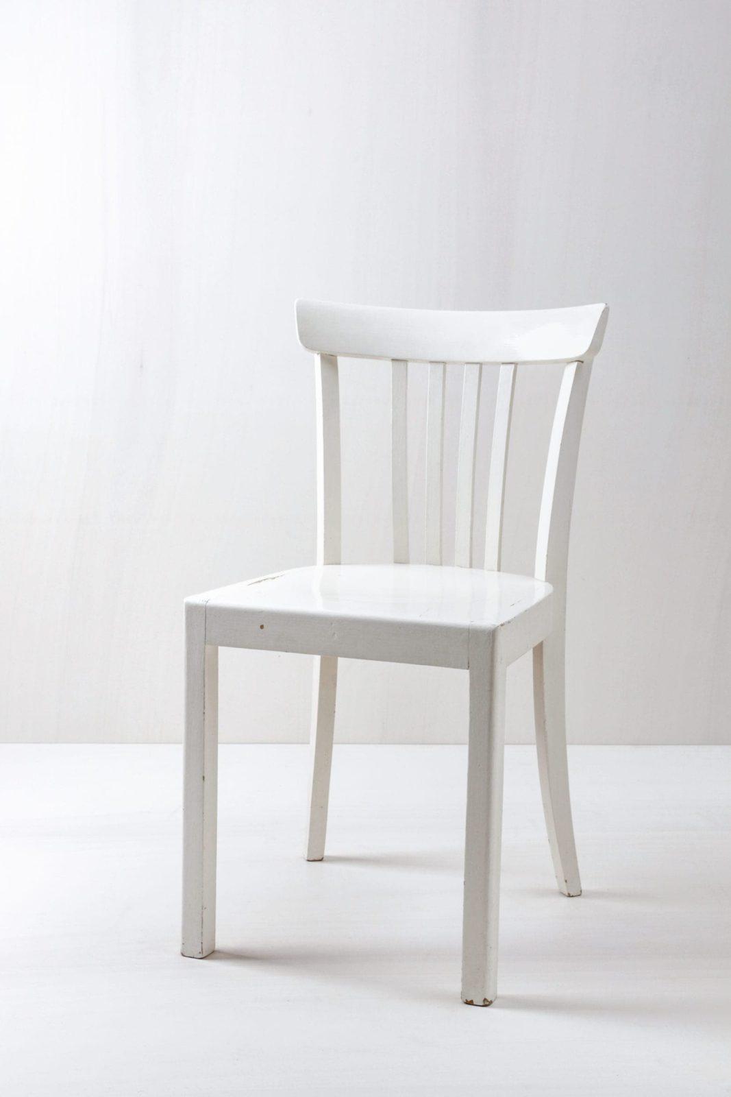 Küchenstuhl Mar | Vintage Küchenstuhl, seidenmatt weiss lackiert. | gotvintage Rental & Event Design