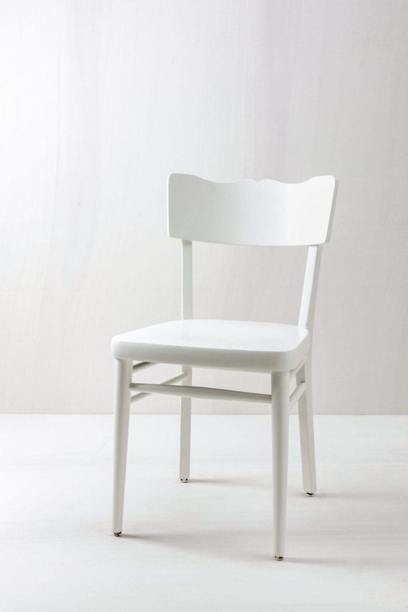 Küchenstuhl Nieves | Vintage Küchenstuhl, seidenmatt weiss lackiert. | gotvintage Rental & Event Design