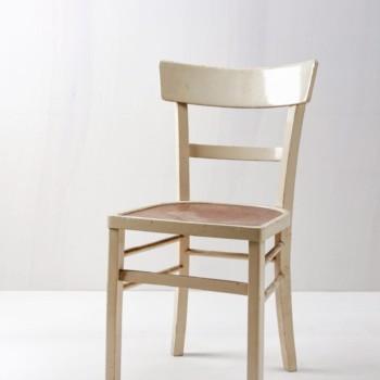 Küchenstuhl Soledad | Wunderschöner vintage Stuhl mit cremefarbener Lackierung. | gotvintage Rental & Event Design