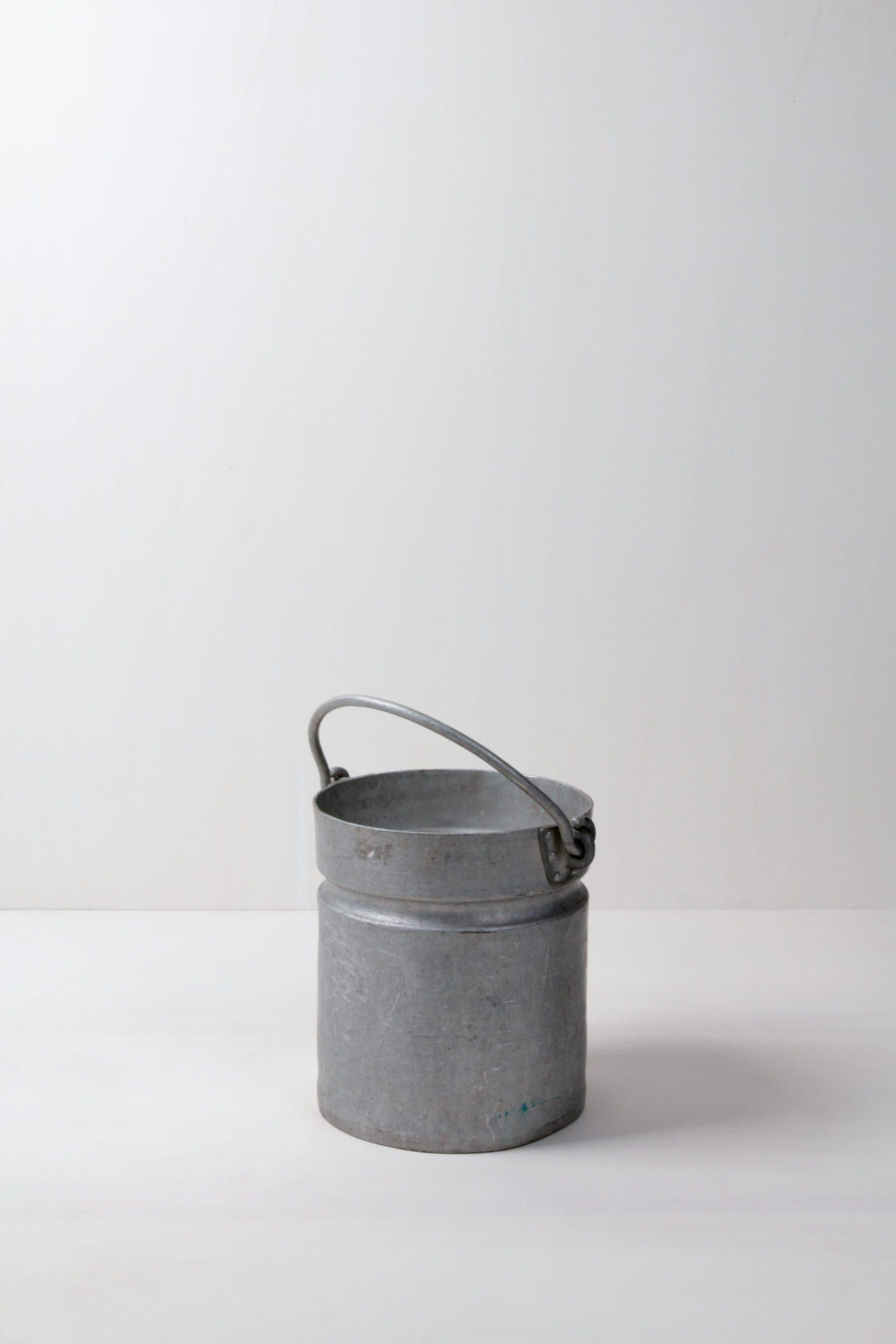 Metalleimer Armando | Vintage Metalleimer. Schönes Dekorationselement für Blumen oder zum Kaltstellen von Getränken. | gotvintage Rental & Event Design