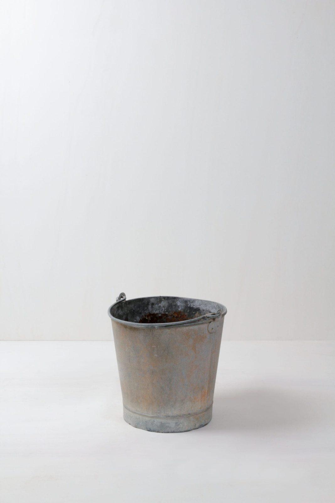 Metal Bucket Franco | Authentic vintage bucket with real patina. | gotvintage Rental & Event Design