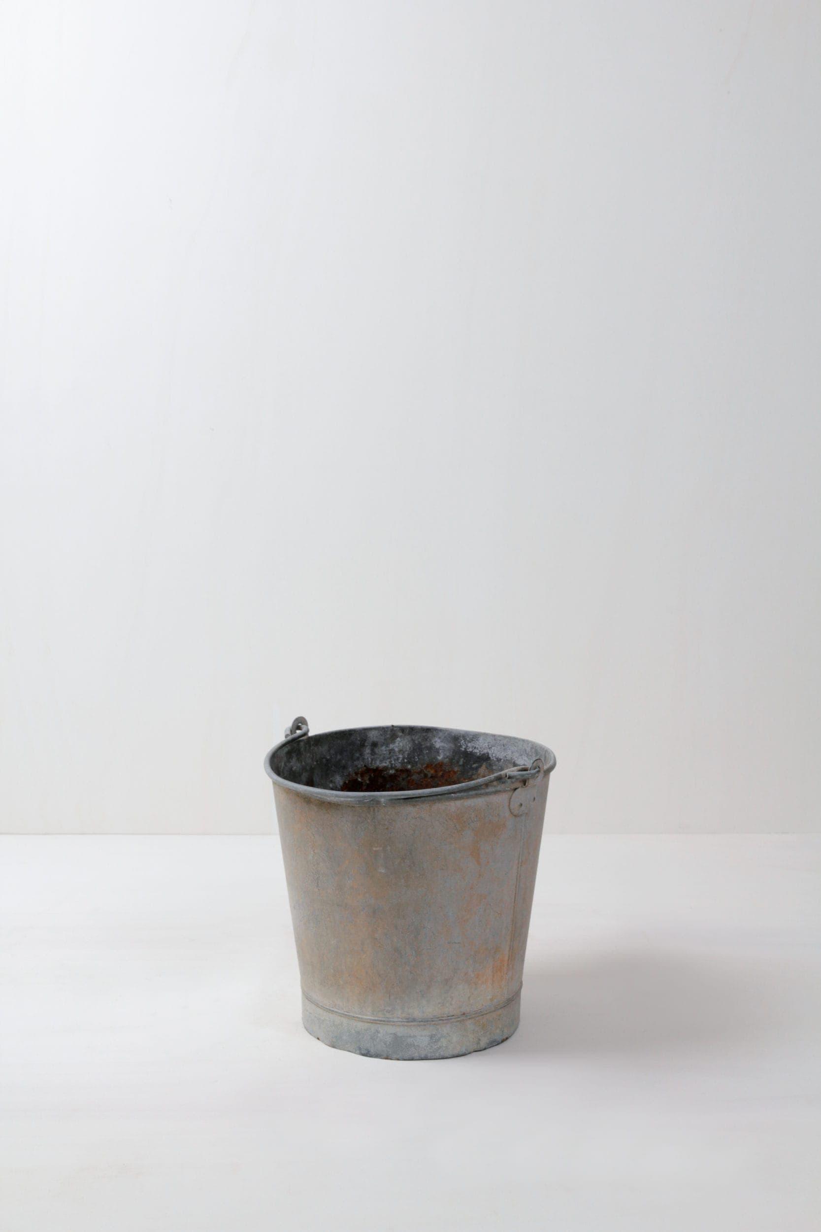 Metalleimer Franco | Authentischer vintage Wassereimer mit echter Patina. | gotvintage Rental & Event Design