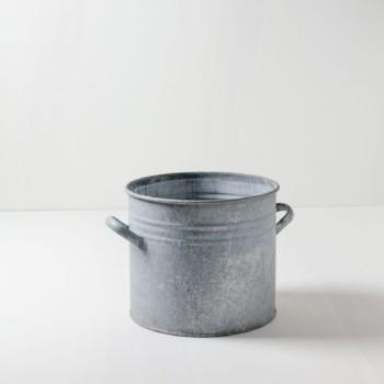 Metalltopf Jorge | Ideal zum Kühlen von Getränken oder auch zur Deko. | gotvintage Rental & Event Design