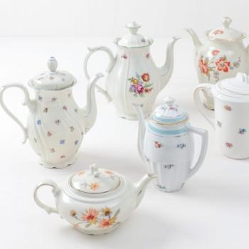 Tee/Kaffeekanne Carmen Mismatching Floral | Vintage, unterschiedliche Größen, verschiedene Farben und Formen. | gotvintage Rental & Event Design