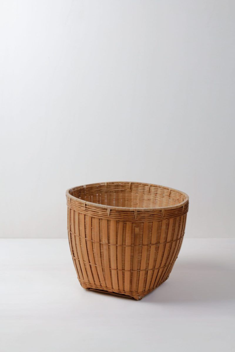 Rent rattan basket for pillows and blankets