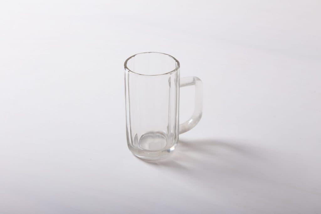 Bierkrug Ambrosio 0.4l | 1950er Jahre Glas-Bierkrüge mit Eichstrich. Robust und in großer Stückzahl vorrätig. Auch als 0,2l Krug zu haben. | gotvintage Rental & Event Design