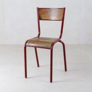 Tubular Steel Chair Salazar Red | This Mullca 510 vintage chair could be found in French schools, dating back to the 1960s. A great patina shows its history.