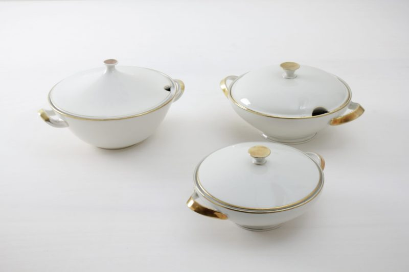 Tureen Magdalena Ivory Colored Gold Rim | Sitting at a long table and having dinner together is a very important part of a celebration. Family style dinners where the food is served in large, steaming bowls are especially cosy. These matching tureens are made of delicate, ivory-coloured porcelain with a fine gold rim. To match the serving bowls we also offer delicate vintage tableware and silver cutlery. | gotvintage Rental & Event Design