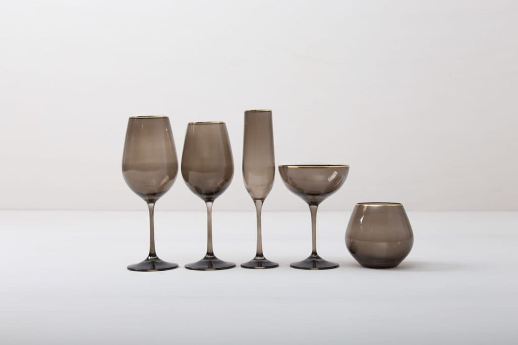 Wine Glass Acadia Smoked Gold Rim 35cl   This wine glass with gold rim and slightly smoked glass adds to every dinner or reception. You can use it for red wine, water or just any drink. Obviously, you can just drink water from it, too.The full set of smoked drinking glasses contains water tumbler, white wine glass, red wine glass, champagne flute and champagne coupe.   gotvintage Rental & Event Design