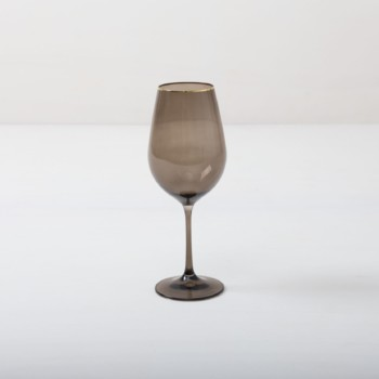 Wine Glass Acadia Smoked Gold Rim 45cl | This wine glass with gold rim and slightly smoked glass adds to every dinner or reception. You can use it for red wine, water or just any drink. Obviously, you can just drink water from it, too. The full set of smoked drinking glasses contains water tumbler, white wine glass, red wine glass, champagne flute and champagne coupe. | gotvintage Rental & Event Design