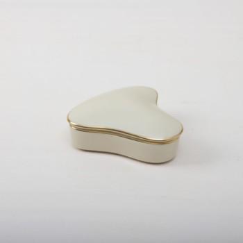 Bonboniere Cantera | Einfach mal Bonbons in einer Porzellanbonbonniere mit Goldrand anbieten. | gotvintage Rental & Event Design