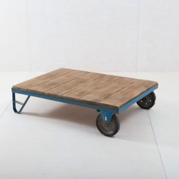 Lounge Tisch Romeo Industrial Palette | Liebevoll aufgearbeitet, nun oft als Tisch im Loungebereich benutzt. | gotvintage Rental & Event Design
