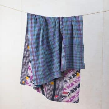 Decke Palo | Vintage Stoffe in neue Form gebracht sind diese Baumwolldecken zum Warmhalten bei einem einem Picknick oder als Sitzunterlage für die Wiese. | gotvintage Rental & Event Design