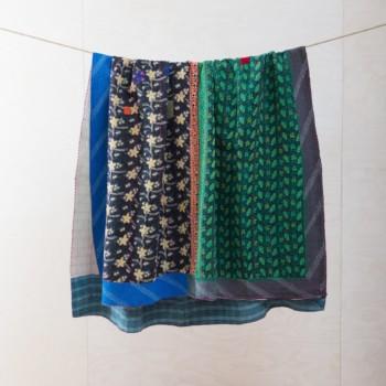 Decke Pascha | Vintage Stoffe in neue Form gebracht sind diese Baumwolldecken zum Warmhalten bei einem einem Picknick oder als Sitzunterlage für die Wiese. | gotvintage Rental & Event Design