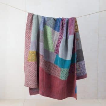 Decke Peru | Vintage Stoffe in neue Form gebracht sind diese Baumwolldecken zum Warmhalten bei einem einem Picknick oder als Sitzunterlage für die Wiese. | gotvintage Rental & Event Design