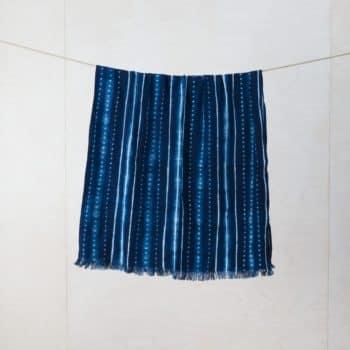 Decke Vincente Indigo | Decke aus handgegewobener und in Indigo Blau handgefärberter Baumwolle aus Guinea. Zur Dekoration Eurer Lounge oder Outdoor Event. | gotvintage Rental & Event Design