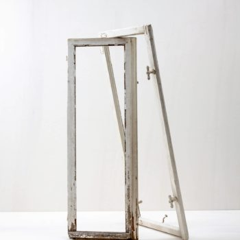 Window Frame Adele | Old window frames ideal for decoration. They come without window panes. | gotvintage Rental & Event Design