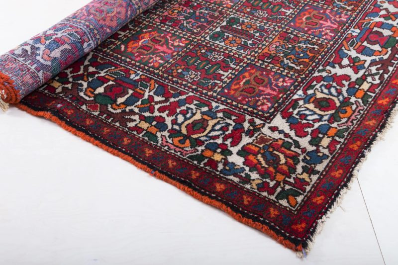 Carpet Saucelito   This noble, well-preserved oriental rug is perfect for a grand entrance: whether it's the romantic garden picnic or the cozy seating area at your event, this large, soft rug makes every room and meadow unique. It is particularly impressive in combination with our other carpets, allowing you to design a whole room beautifully.   gotvintage Rental & Event Design
