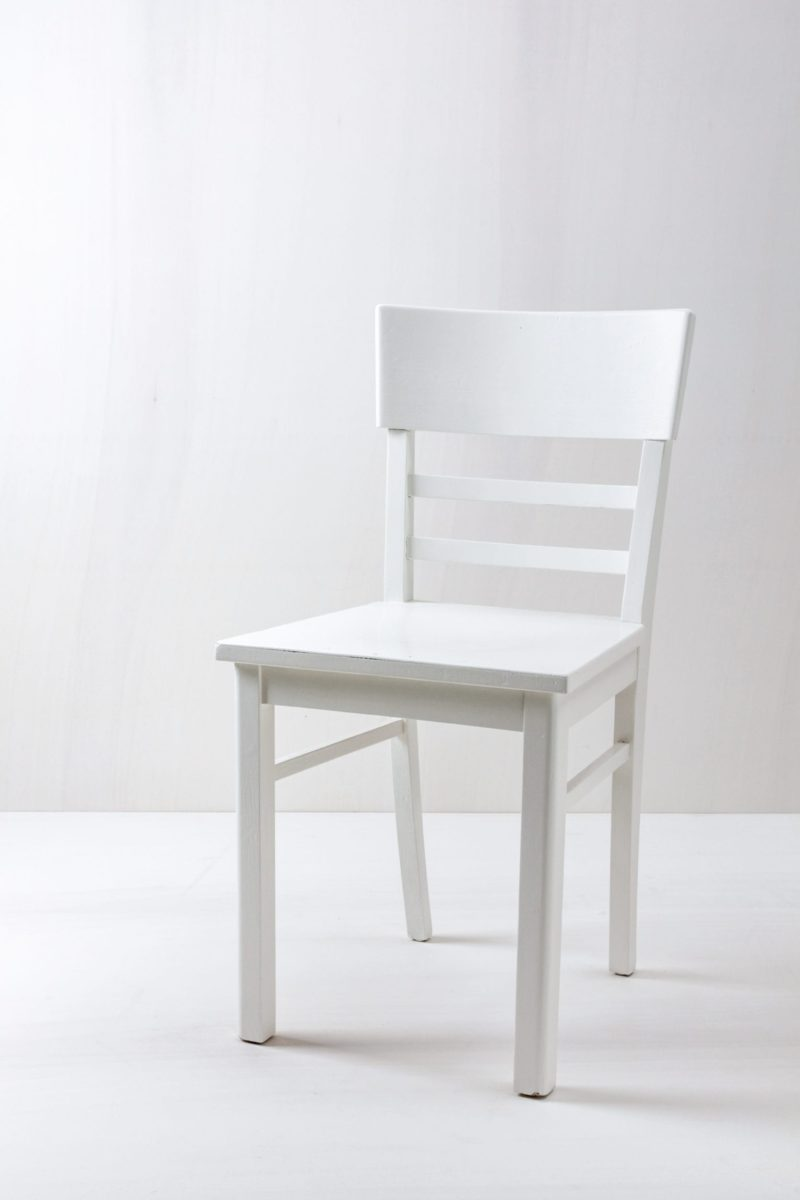 Farbe Radio Button | Vintage kitchen chair, semi-gloss white finish. |
