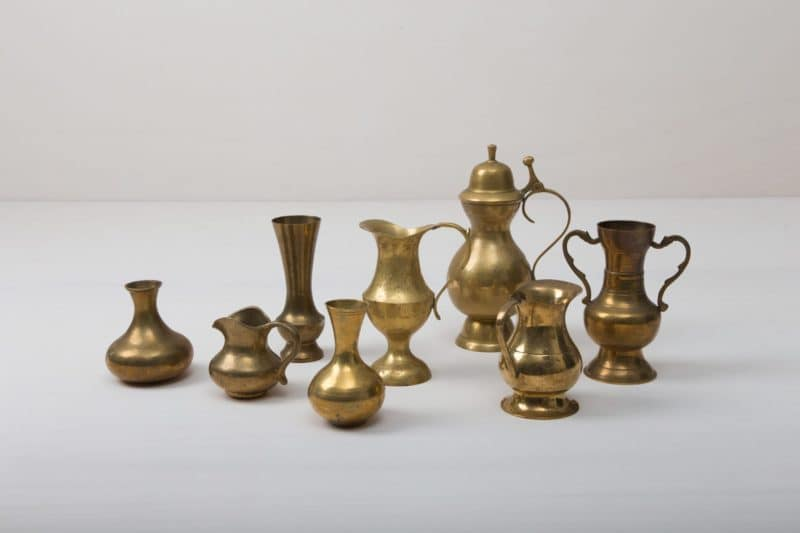 Brass Vases Floresta | These magical brass vases enchant with their shine and natural patina. They are an absolute eye-catcher and give each flower ensemble their perfect place, whether for the romantic wedding decoration or for the decoration of your event. | gotvintage Rental & Event Design