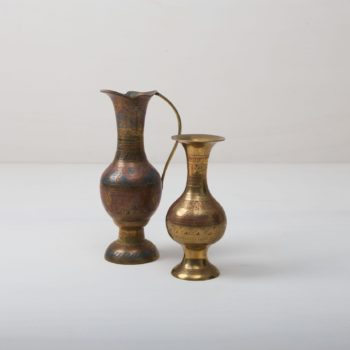 These magical brass vases enchant with their shine and natural patina. They are an absolute eye-catcher and give each flower ensemble their perfect place, whether at the romantic wedding or for the decoration of your event.