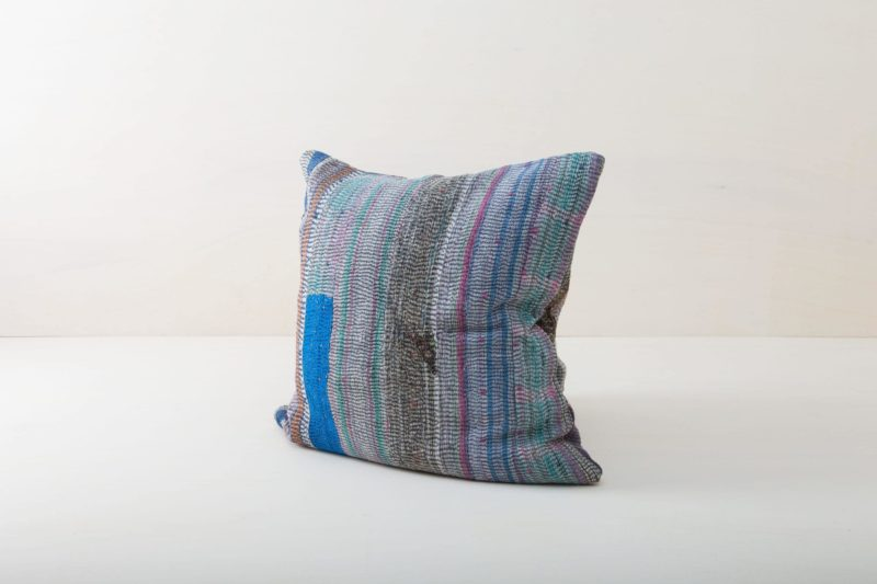 Pillow Honoria 60x60 | Cuddly pillows and cushions are an essential part for setting a cosy mood. Whether it's on oriental carpets at a romantic picnic, a vintage sofa, an elegant wicker chair in a lounge area or in a decorative hammock: our comfortable  blue and grey cushions are always the icing on the cake.From the atmospheric spring wedding to the chimney-crackling Christmas party, we offer many beautiful pillow styles that match every occasion. Simply choose the right colours and sizes and spread pillows and joy! | gotvintage Rental & Event Design