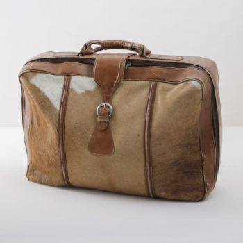 Leather Suitcase Bajo Brown | This vintage suitcase is something really very special: it was carefully made in Argentina from real cow suede. A unique piece that is perfect as a crowning highlight on a decorative stack of suitcases. We offer a range of vintage suitcases in different styles, materials and colours to match. | gotvintage Rental & Event Design