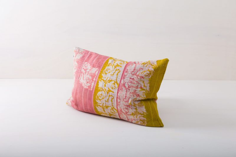 Pillow Chamical 40x60   Cuddly cushions never fail to bring a cosy mood to event furnishings. Whether it's at a garden picnic on oriental carpets, on a vintage sofa, on an elegant armchair in a lounge area or in a romantic hammock, our comfortable, orange-yellow cushions are always the icing on the cake.From the atmospheric summer wedding to the festive Christmas party, we offer many beautiful pillow styles that match every occasion. Simply choose the right colours and sizes and spread the cushions and joy!   gotvintage Rental & Event Design