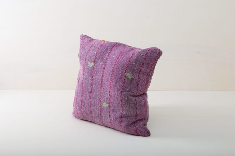 Pillow Mistol 60x60 | Whether it's at a garden picnic on oriental carpets, on a stylish vintage sofa, a classy wicker chair in a lounge area or in a romantic billowing  hammock, our comfortable, purple cushions are always the icing on the cake. Cuddly pillows to rent are an essential part for giving a cosy feel to any event. 