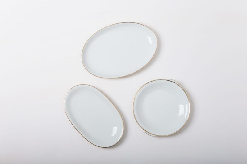 Serving Plate Magdalena Ivory Colored Gold Rim   From macarons to mini burgers, from cakes to cheese, you eat with both your eyes and mouth alike, especially at a celebration or wedding - one more reason to put beautiful dishes in the limelight. Our vintage serving plates with fine gold rim and in different shapes make delicacies look even more seductive.The plates are perfectly complemented by our gold rimmed tableware Magdalena and the Patricia series of glasses.   gotvintage Rental & Event Design