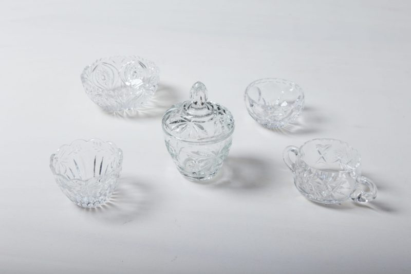 Sugar Bowl Beatrisa Crystal | Our sugar bowls made of sparkling crystal glass with sophisticated ornaments are a beautiful eye-catcher on the coffee table. They are not only perfect for loose sugar and sugar cubes, but also for small sweets such as chocolate mocha beans, pralines or macarons.