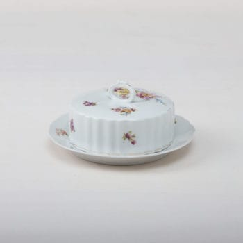 Butterdose Carmen | Passend zu unserem Vintage Geschirr Carmen: die geblümte Butterdose. | gotvintage Rental & Event Design