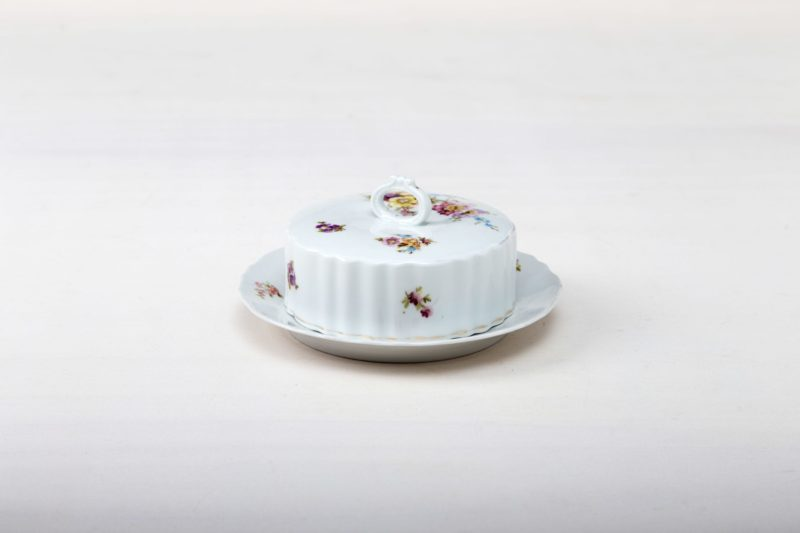 Butter Dish Carmen | Matching our vintage tableware Carmen: a butter dish with floral pattern. | gotvintage Rental & Event Design