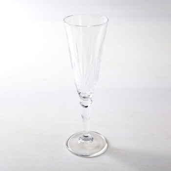 Champagne Flute Victoria 16cl | Champagne flute Victoria is a beautiful glass in retro style. The glasses of the Victoria series go very well with our golden rental cutlery Ines. So the champagne glasses not only give a good picture during a reception, but look simply stunning when laid down on a long table. | gotvintage Rental & Event Design