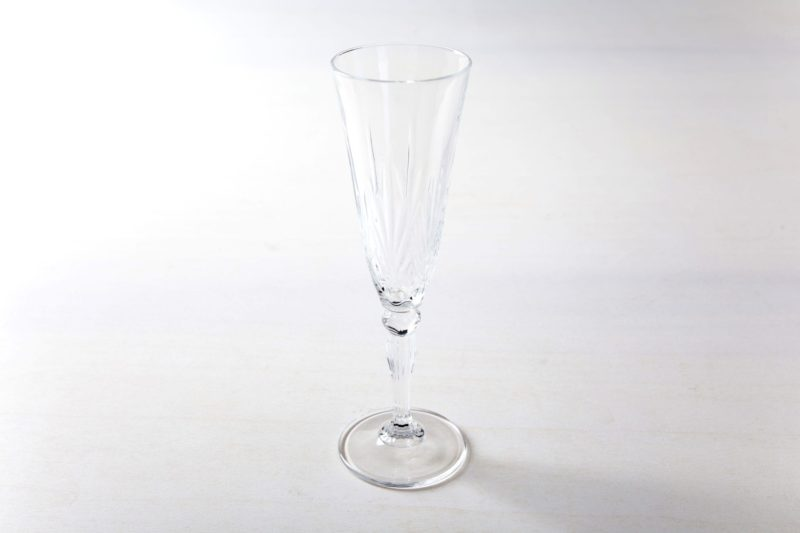 Sektflöte Victoria 16cl   Sektglas im Retrostil, harmoniert sehr gut mit goldenem oder vintage Silberbesteck bei einem elegantem Abendessen. Die Sektgläser im Retrostil machen aber auch bei jeder Champagner Party oder Apfelschorlen Sause etwas her.   gotvintage Rental & Event Design