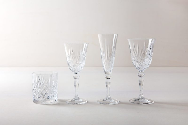 | Champagne flute Victoria is a beautiful glass in retro style. The glasses of the Victoria series go very well with our golden rental cutlery Ines. So the champagne glasses not only give a good picture during a reception, but look simply stunning when laid down on a long table. |