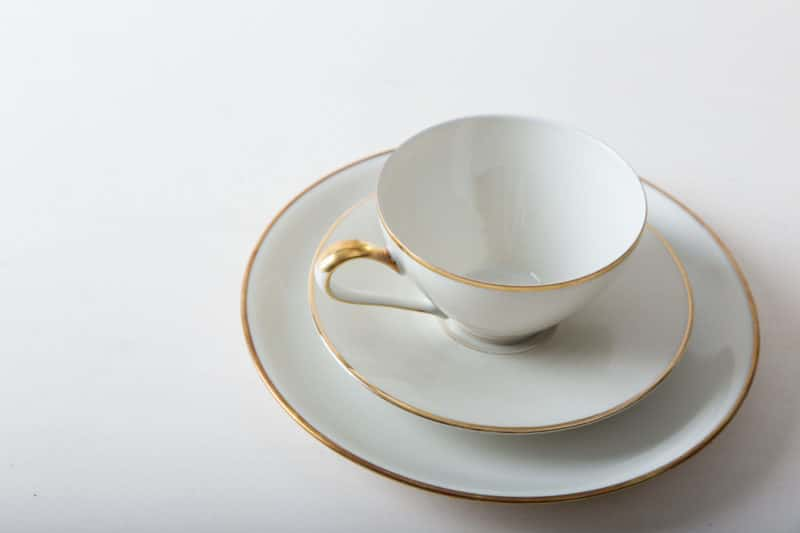Gold rim tableware, cups, saucers for rent, Berlin