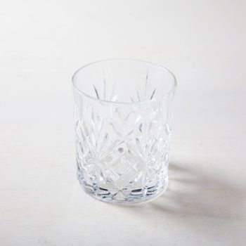 Lowball Glass Victoria 31cl | Old fashioned glass in retro style also know as lowball glass, harmonizes very well with gold cutlery at a dinner and vintage bar atmosphere. | gotvintage Rental & Event Design